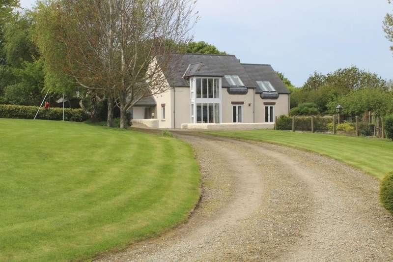4 Bedrooms Detached House for sale in Newport, Pembrokeshire