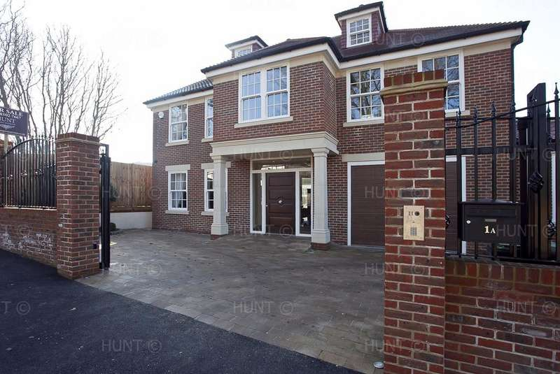 6 Bedrooms Detached House for sale in Stradbroke Drive, Chigwell, Essex IG7