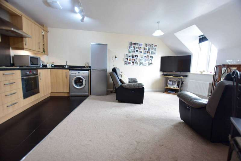 2 Bedrooms Apartment Flat for sale in Wesham Park Drive, Preston