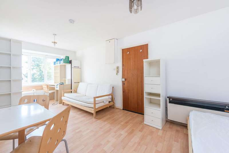 Studio Flat for sale in Ashbourne Road, Hanger Hill, W5