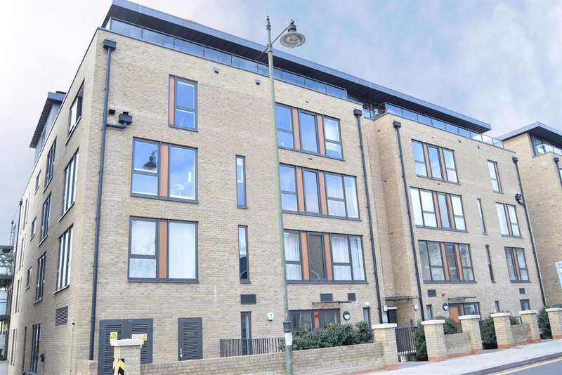 2 Bedrooms Flat for sale in Hatton House, Hartfield Road, Wimbledon