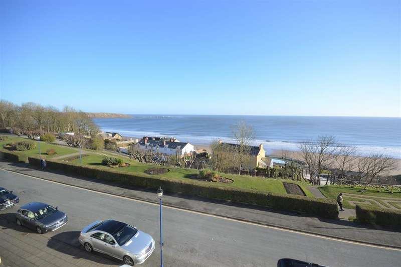 4 Bedrooms Flat for sale in The Crescent, Filey, YO14 9JS