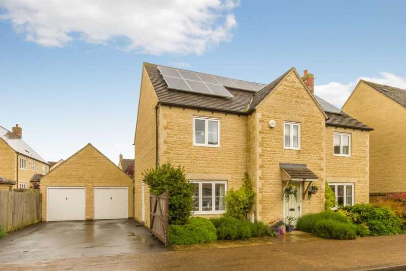 4 Bedrooms Detached House for sale in 46 Elmhurst Way, Carterton, OX18 1EY, UK
