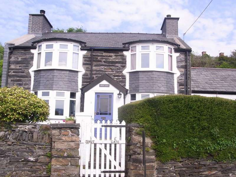 4 Bedrooms Detached House for sale in Fron Goch, Penrhyndeudraeth LL48