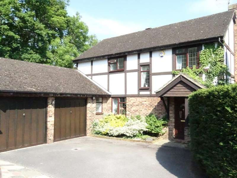 4 Bedrooms Detached House for sale in Bow Field, Hook RG27