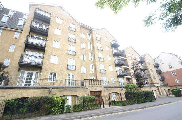 3 Bedrooms Apartment Flat for sale in Riverside House, Fobney Street, Reading