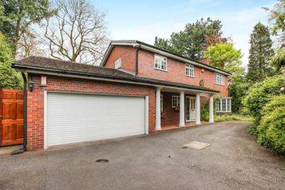 4 Bedrooms Detached House for sale in Chester Road, Road, Middlewich, Cheshire