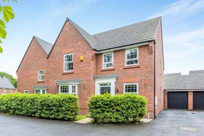 4 Bedrooms Detached House for sale in Waterlily Grove, Stapeley, Nantwich, Cheshire