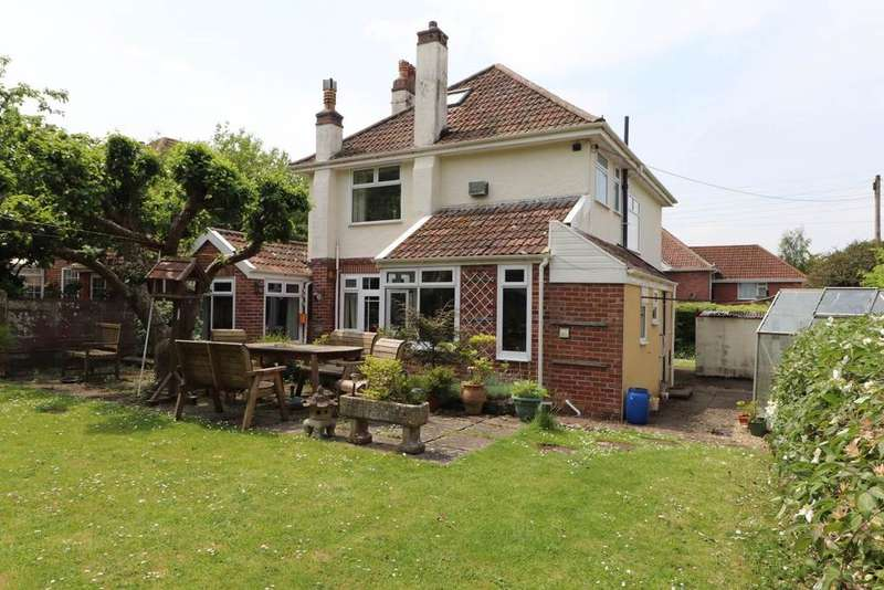 3 Bedrooms Detached House for sale in Sticklepath, Barnstaple