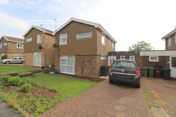 3 Bedrooms Detached House for sale in Hogarth Road, Eastbourne, BN23