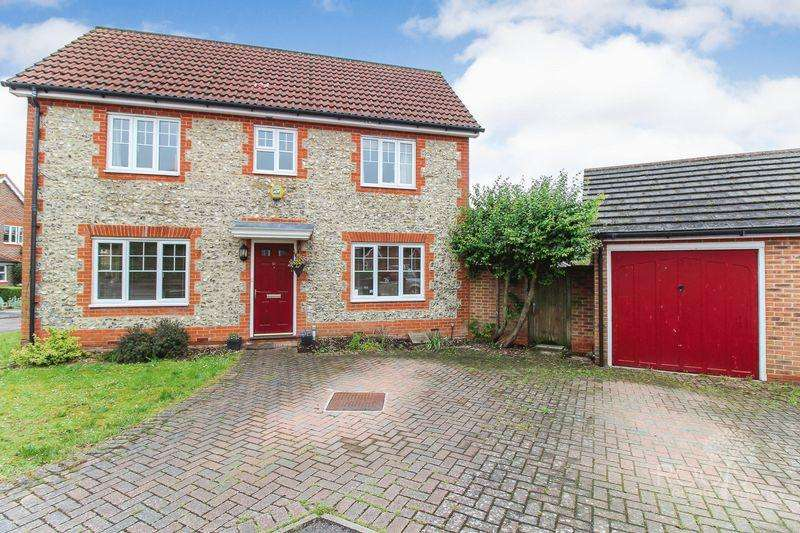 3 Bedrooms Semi Detached House for sale in Leonardslee Crescent, Newbury