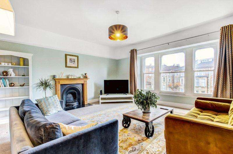 3 Bedrooms Apartment Flat for sale in Osborne Road, Clifton