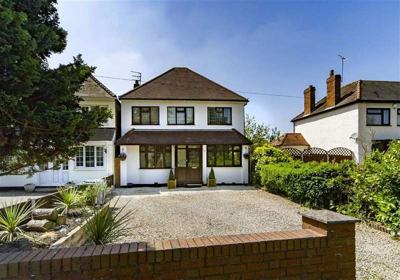 3 Bedrooms Detached House for sale in Meadow View, 57, Brewood Road, Coven, Stafford, WV9