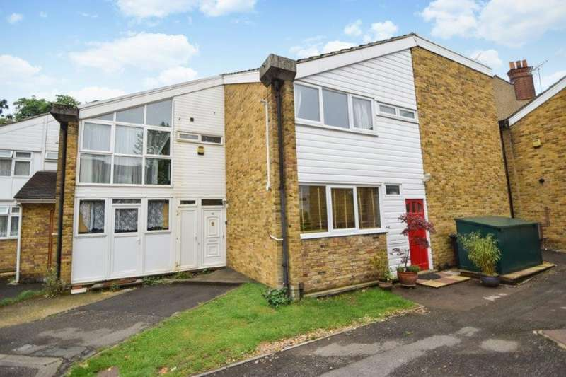3 Bedrooms Terraced House for sale in Sussex Close, Slough, SL1