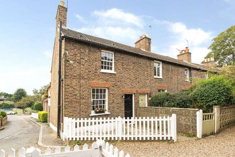 2 Bedrooms End Of Terrace House for sale in Crooked Billet, Wimbledon, London, SW19