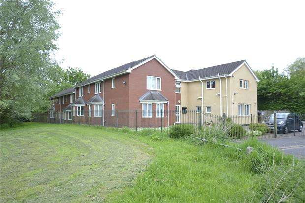 2 Bedrooms Flat for sale in Harmer Close, BRISTOL, BS10 7NZ
