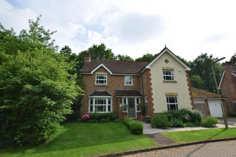 4 Bedrooms Detached House for sale in Knox Close, Church Crookham