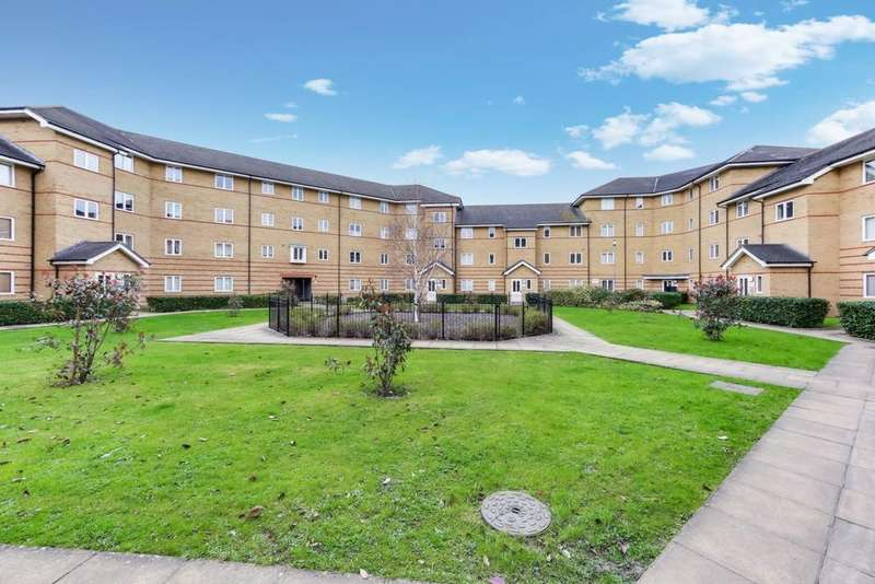 2 Bedrooms Flat for sale in Heath Court, Stanley Close, New Eltham, SE9