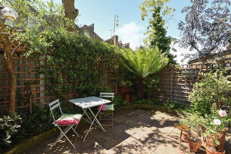 2 Bedrooms Flat for sale in Cotleigh Road, West Hampstead
