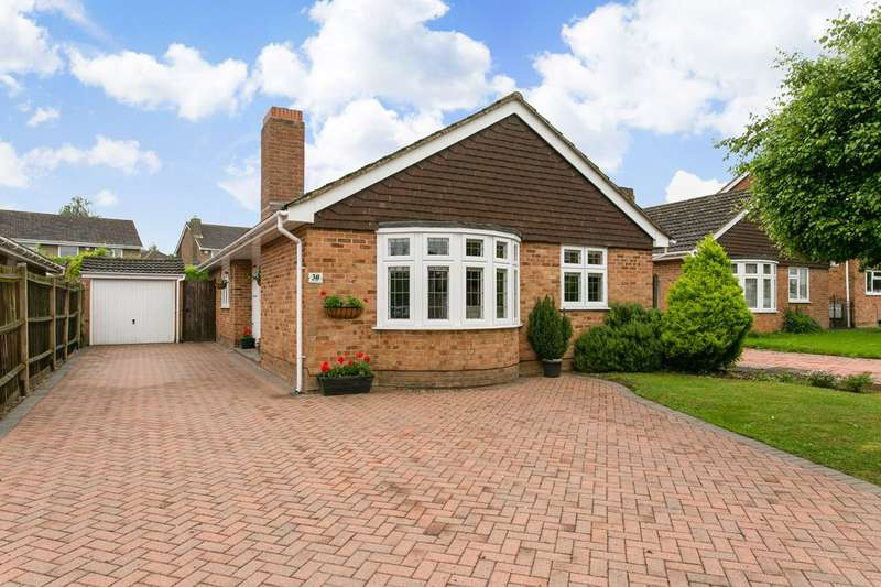 3 Bedrooms Bungalow for sale in Cranbrook Drive estate, nr Pinkneys Green, Maidenhead, Berks