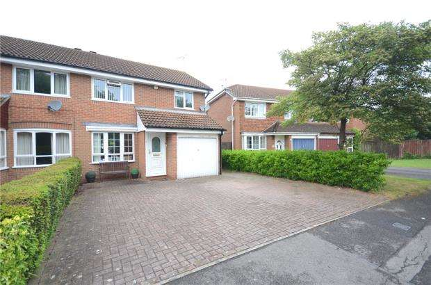 3 Bedrooms Semi Detached House for sale in Scott Close, Woodley, Reading