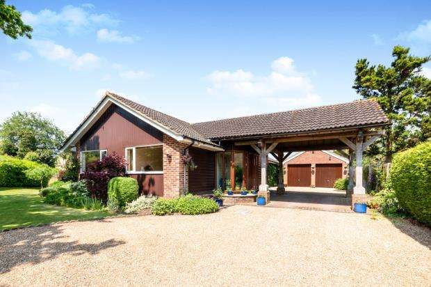4 Bedrooms Bungalow for sale in Rotherwick, Hook, Hampshire