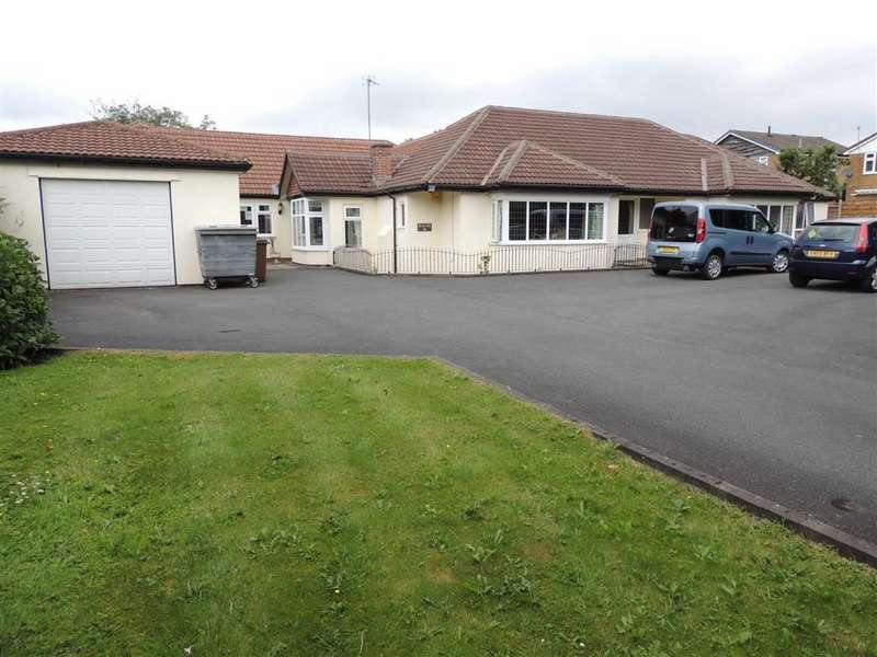 4 Bedrooms Detached Bungalow for sale in Chester Road, Hazel Grove, Stockport