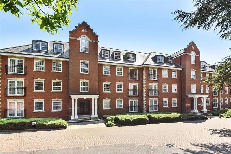 2 Bedrooms Apartment Flat for sale in Montague Close, Wokingham, Berkshire RG40 5PJ