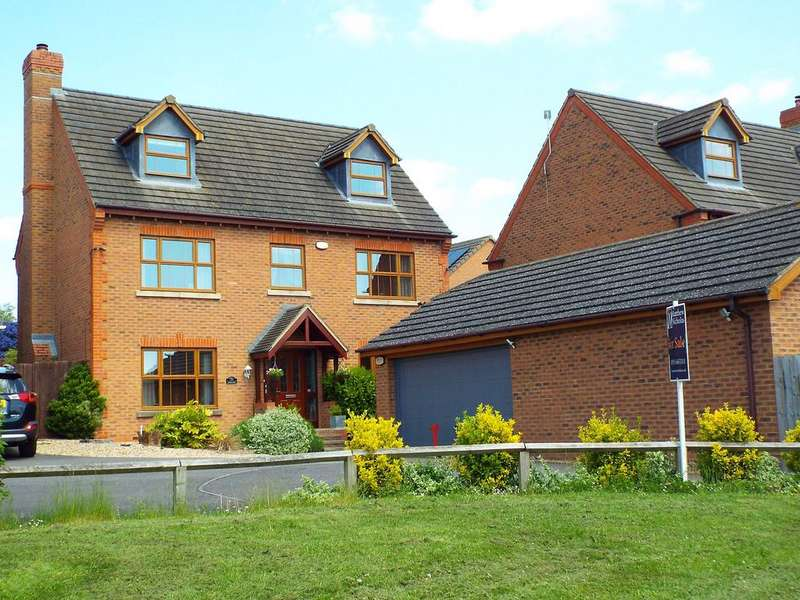 5 Bedrooms Detached House for sale in London Road , Wollaston , Northamptonshire, NN297QS