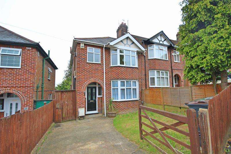 3 Bedrooms Semi Detached House for sale in Strathmore Avenue, Luton