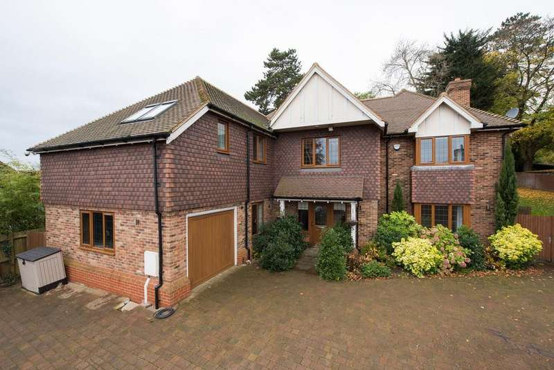4 Bedrooms Detached House for sale in High Oaks Close, Coulsdon, CR5