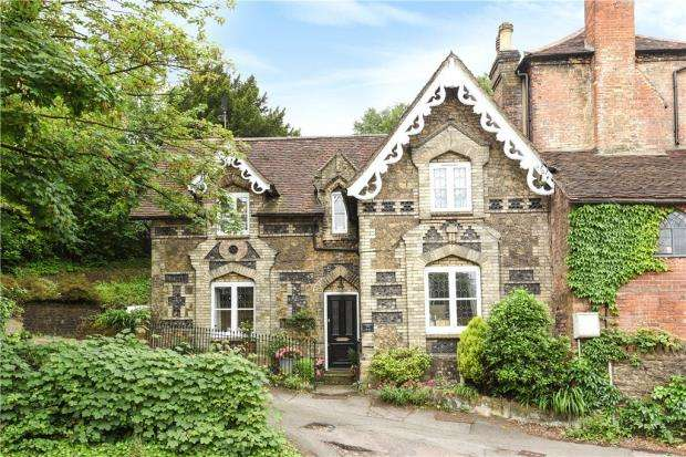 3 Bedrooms Semi Detached House for sale in Portsmouth Road, Guildford, Surrey