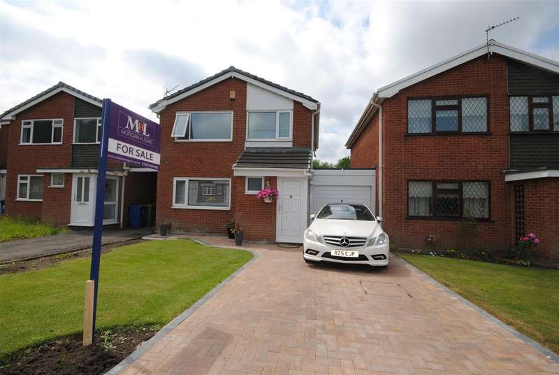 3 Bedrooms Link Detached House for sale in Walter Scott Avenue, Whitley, Wigan.