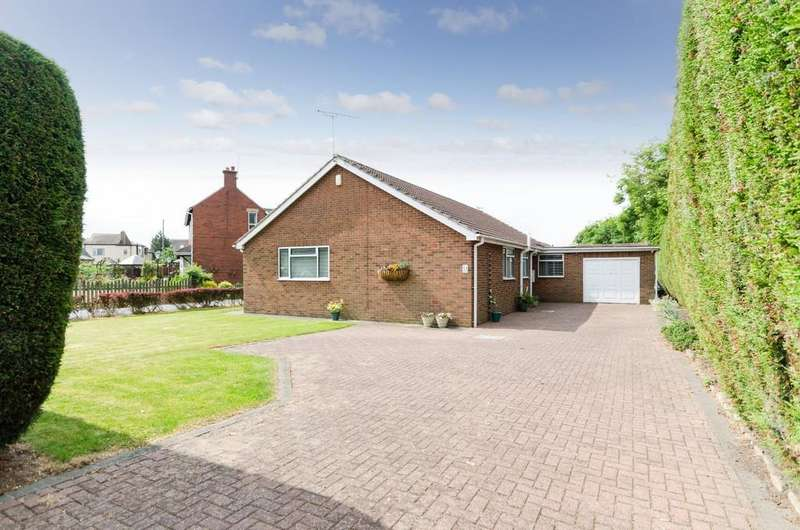3 Bedrooms Detached Bungalow for sale in Cutsyke Road, Featherstone