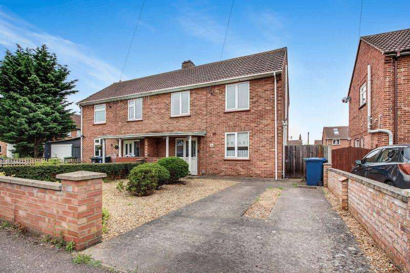 2 Bedrooms Semi Detached House for sale in Queensway, St. Neots