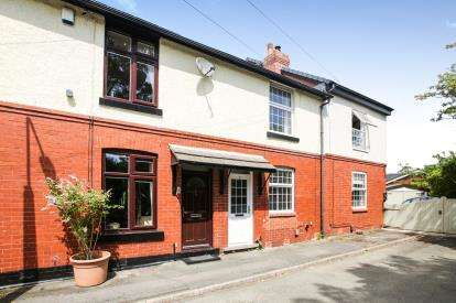 2 Bedrooms Terraced House for sale in East Drive, Marple, Stockport, Greater Manchester