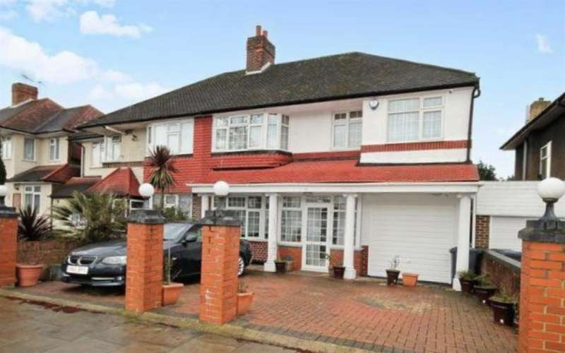 5 Bedrooms Semi Detached House for sale in Thorncliffe Road, UB2 5RG
