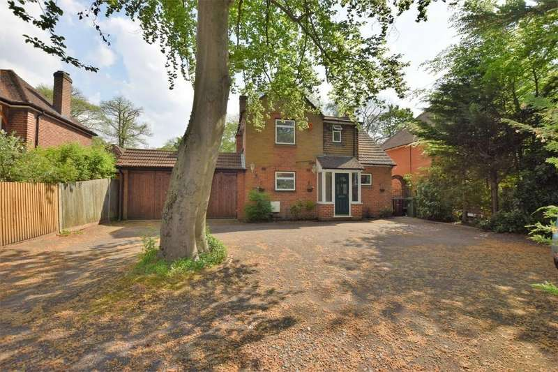 3 Bedrooms Detached House for sale in Prospect Avenue, Farnborough, GU14