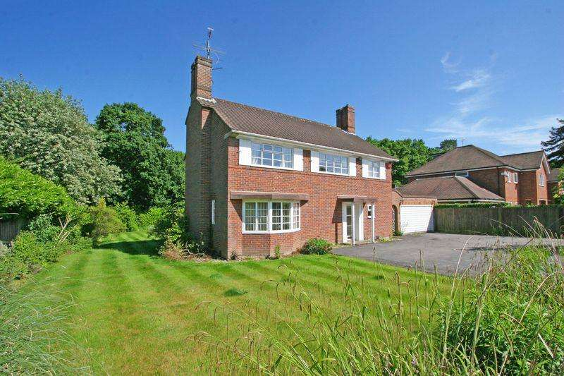 3 Bedrooms Detached House for sale in Wood End Close, Farnham Common, Buckinghamshire SL2
