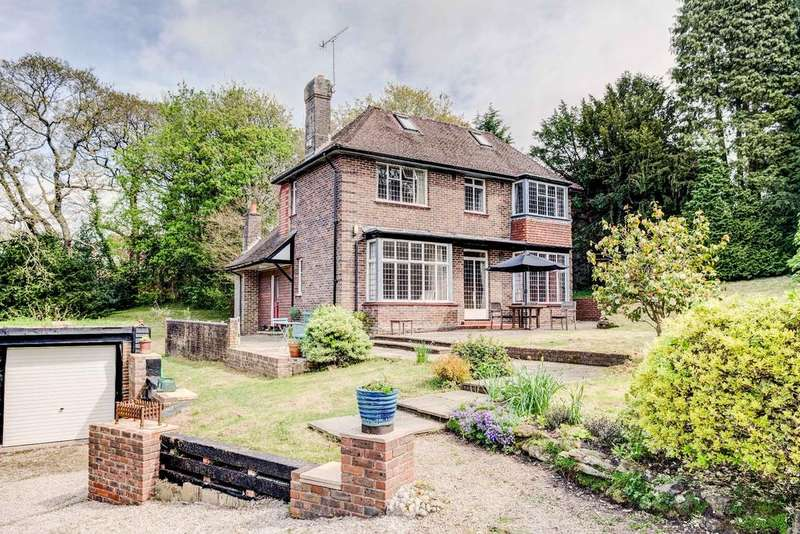 4 Bedrooms Detached House for sale in The Knoll, Old Roar Road St Leonards