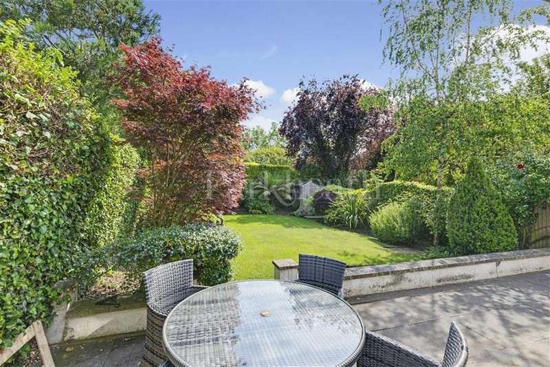3 Bedrooms Flat for sale in Briardale Gardens, Hampstead, London