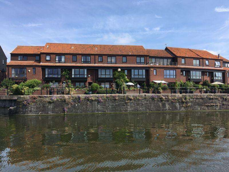3 Bedrooms Terraced House for sale in Rownham Mead, Bristol