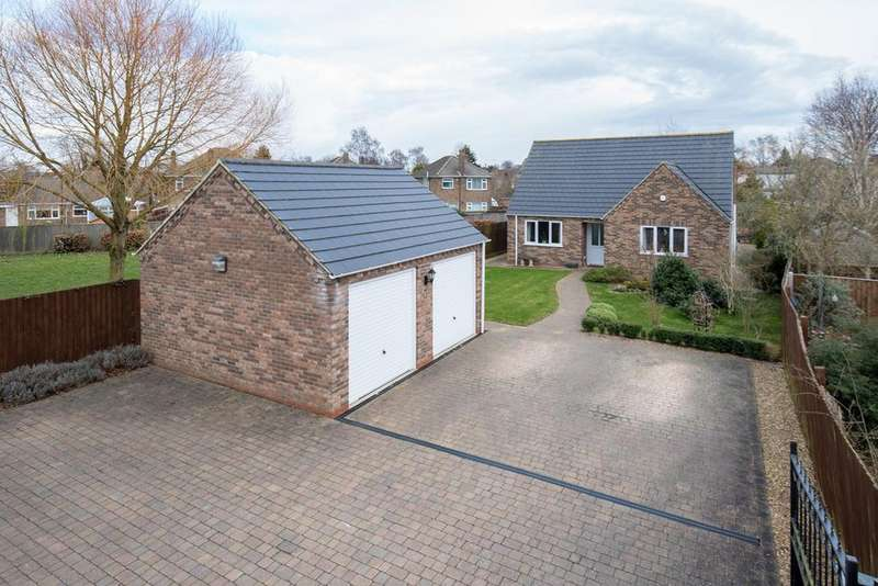 3 Bedrooms Detached Bungalow for sale in Spalding Road, Holbeach, PE12