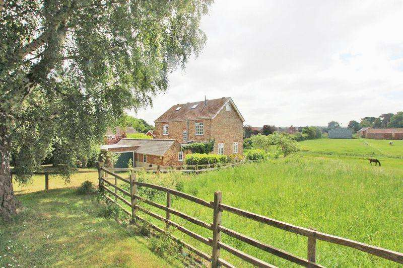6 Bedrooms Detached House for sale in ORCHARD LANE, KIRMINGTON