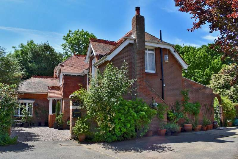 4 Bedrooms Detached House for sale in Kennard Road, New Milton, BH25