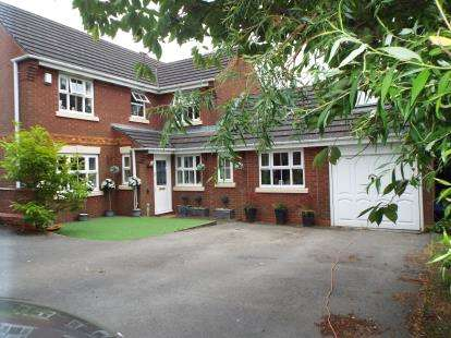 4 Bedrooms Detached House for sale in Watersmead Close, Cannock, Staffordshire