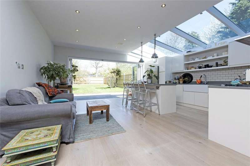 4 Bedrooms Semi Detached House for sale in Ramsdale Road, London, SW17