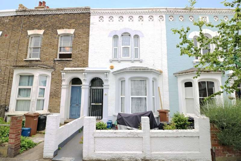 3 Bedrooms Property for sale in Walsingham Road, London, E5