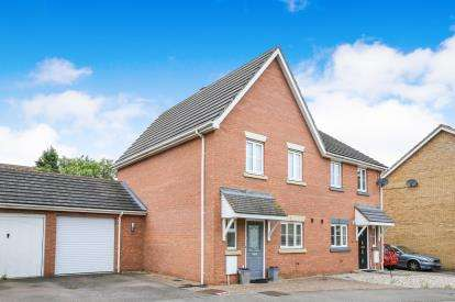 3 Bedrooms Semi Detached House for sale in Jubilee Close, Henlow, Bedfordshire, England