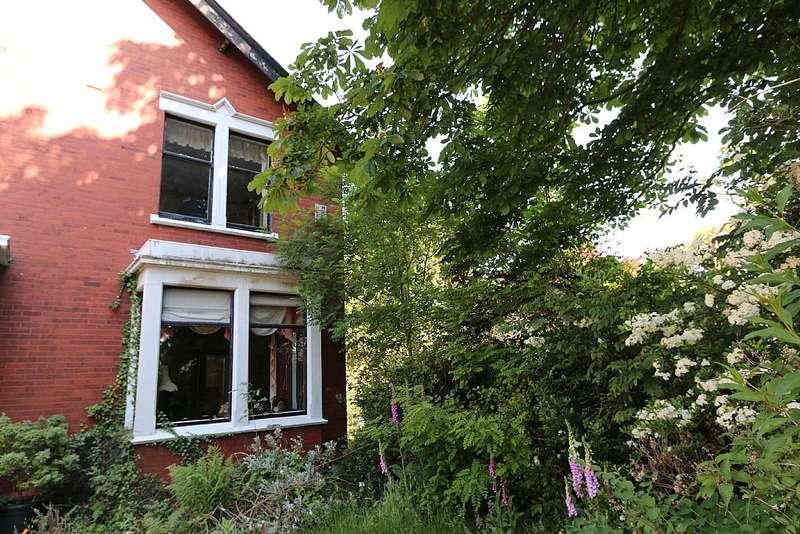 4 Bedrooms Semi Detached House for sale in Ribbleton Avenue, Preston, Lancashire, PR2 6YS